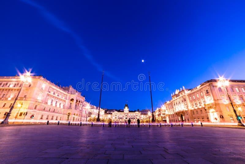 El cuadrado de Trieste durante tiempo de la Navidad foto de archivo