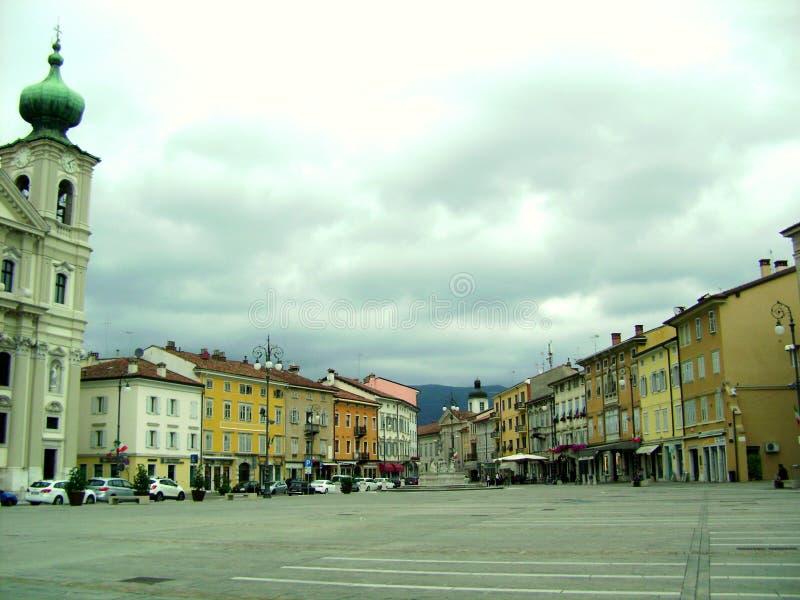 El cuadrado en el centro de la ciudad imagen de archivo libre de regalías
