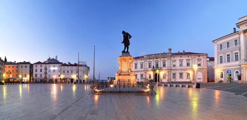 El cuadrado en madrugada, Piran, Eslovenia de Tartini foto de archivo