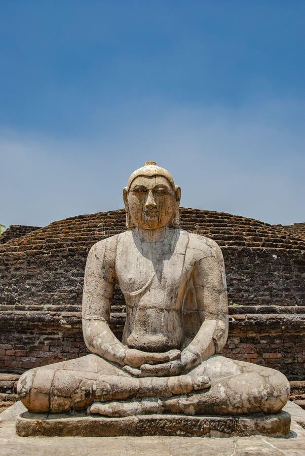 El cuadrilátero sagrado con Buda, ruinas antiguas en Polonnaruwa en Sri Lanka fotos de archivo