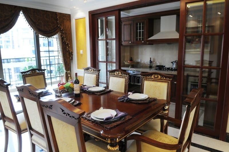 El cuarto de la cena de la familia imagenes de archivo