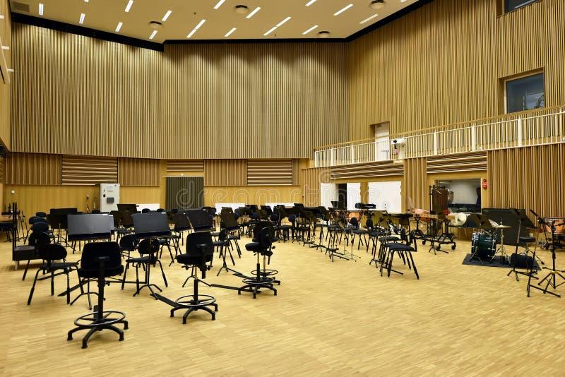 El cuarto del ensayo de la sinfonía fotos de archivo