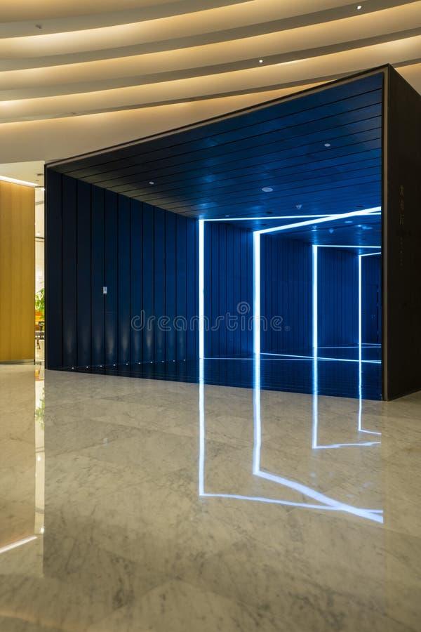 El cubo del arte Tiro interior de la bah?a de Shenzhen el Mixc imagen de archivo