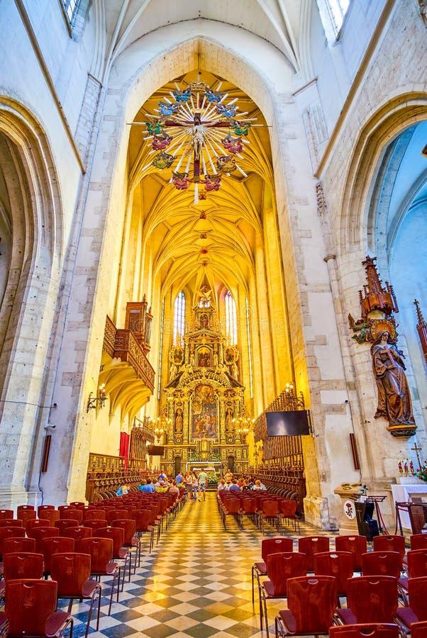 El cubo y el altar de St Catherine Church en Kraków, Polonia fotos de archivo libres de regalías