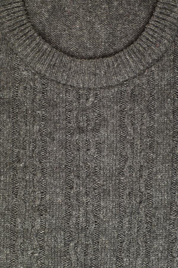El cuello barco Primer del frente de un suéter de lana fotografía de archivo