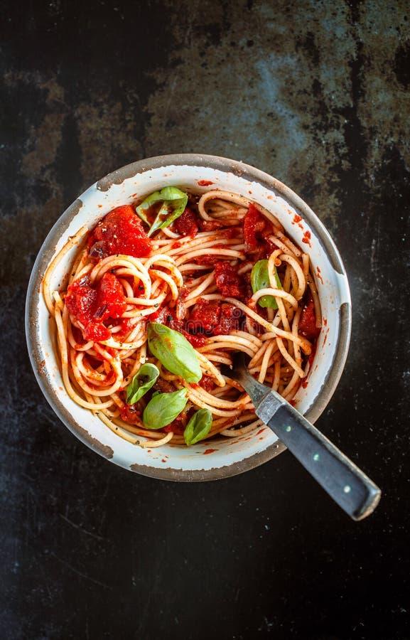 El cuenco de espaguetis italianos para un país almuerza fotografía de archivo libre de regalías