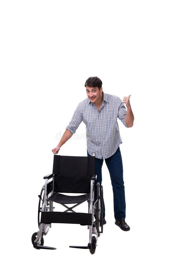 El cuidador con la silla de ruedas aislada en blanco imagen de archivo