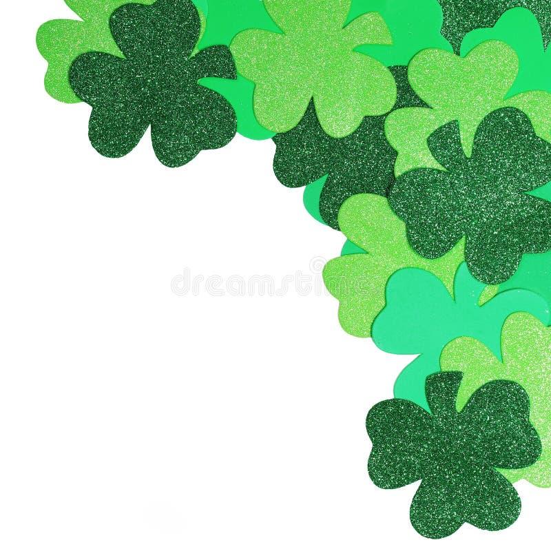 El día de St Patrick. Trébol aislado imágenes de archivo libres de regalías