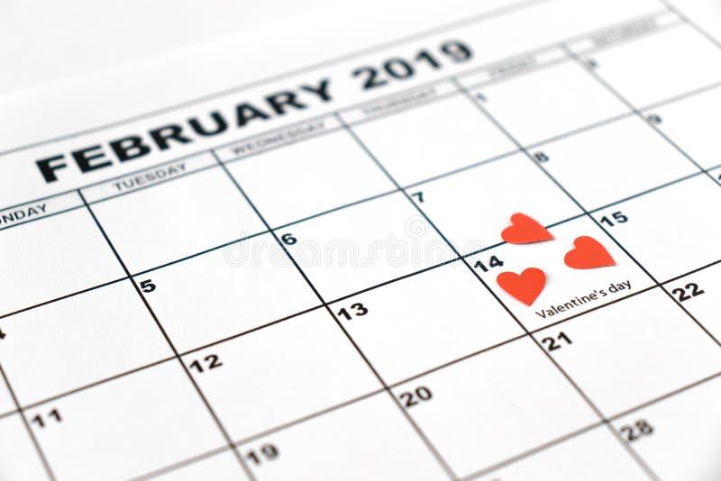 El día de tarjeta del día de San Valentín, el 14 de febrero de 2019 en el calendario fotografía de archivo