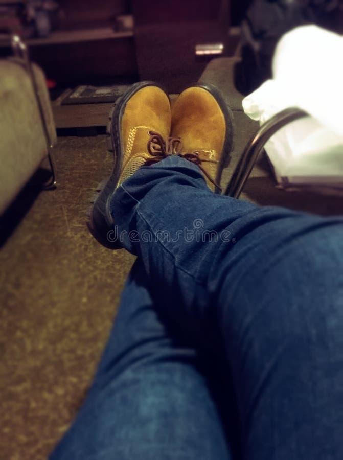 El día del trabajo, puso sus botas imágenes de archivo libres de regalías