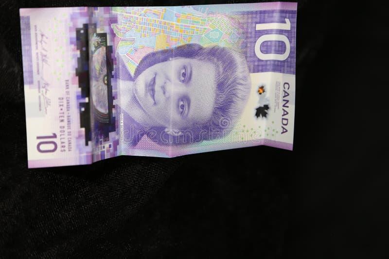 El dólar de diez carga en cuenta la nueva moneda canadiense para 2019 fotos de archivo