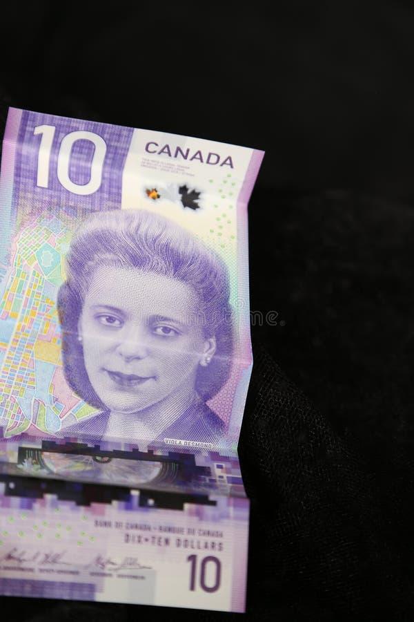 El dólar de diez carga en cuenta la nueva moneda canadiense para 2019 fotografía de archivo libre de regalías