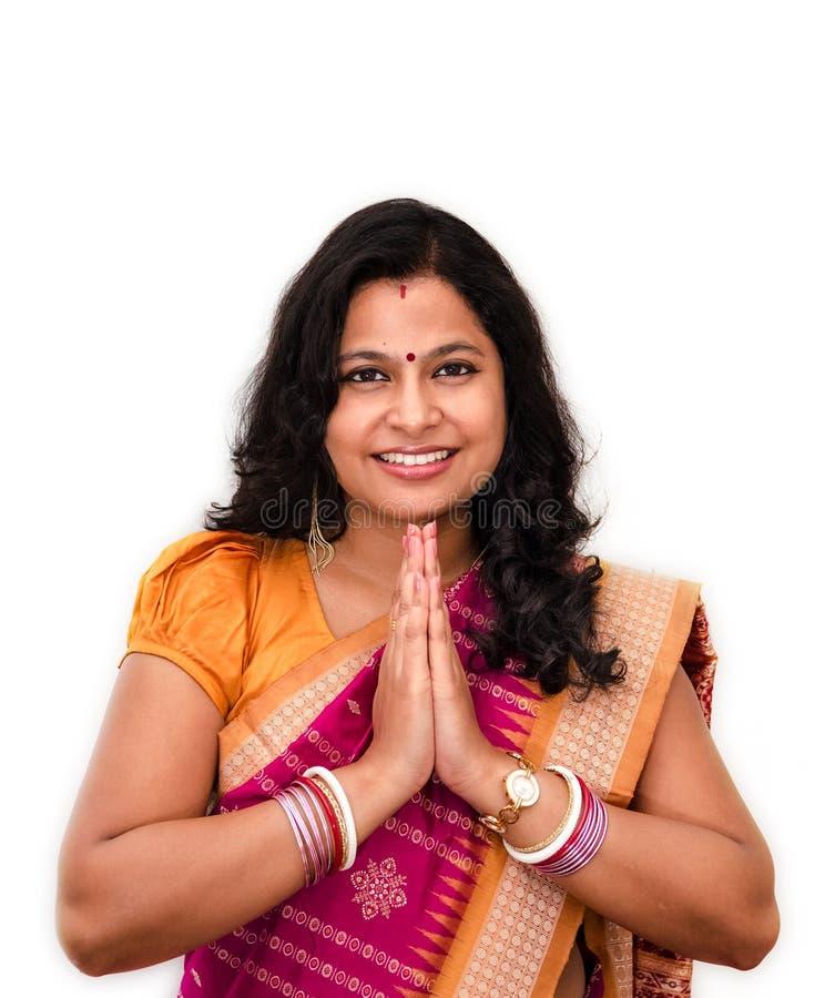 El dar la bienvenida indio de la mujer. imagen de archivo libre de regalías