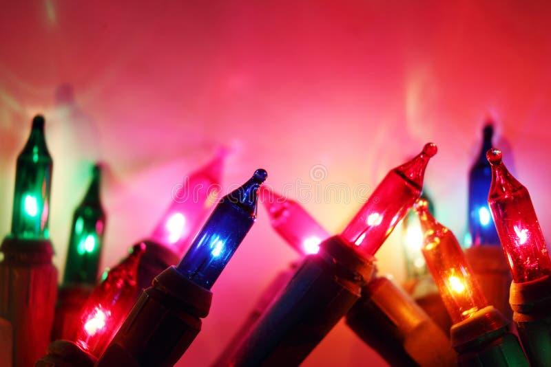 El De colorido enfocó bulbos de la luz eléctrica de los círculos y enciende el fondo fotos de archivo