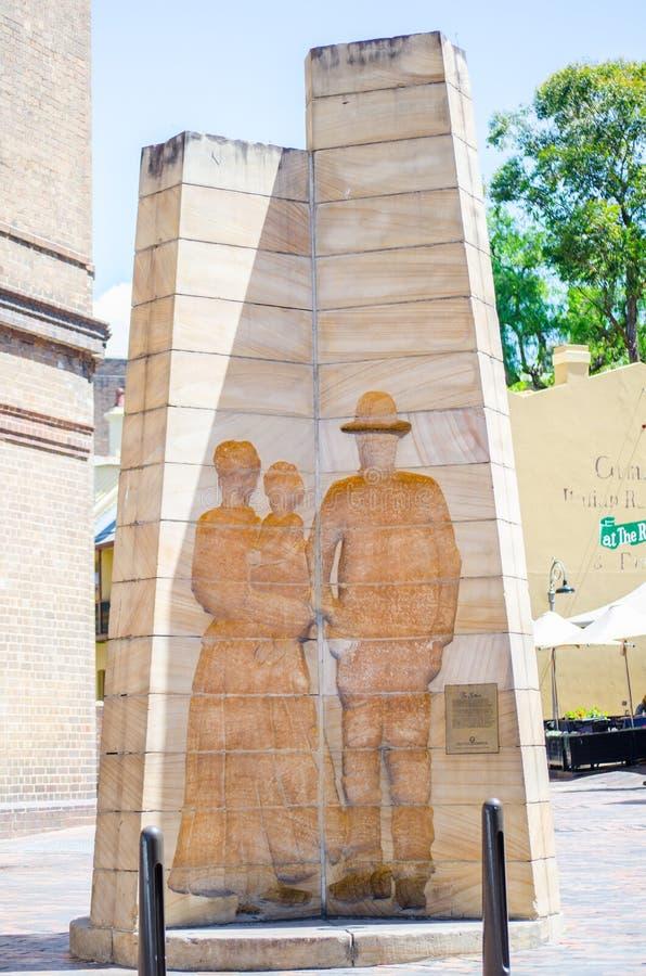 El ` el ` de los colonos es una escultura situada en la calle de Playfair que las rocas crearon por Bud Dumas en 1979 como monume imagen de archivo