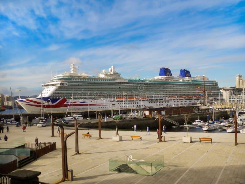 El ` de lujo del ` BRITANNIA de la travesía de P&O Cruises Company imagen de archivo libre de regalías