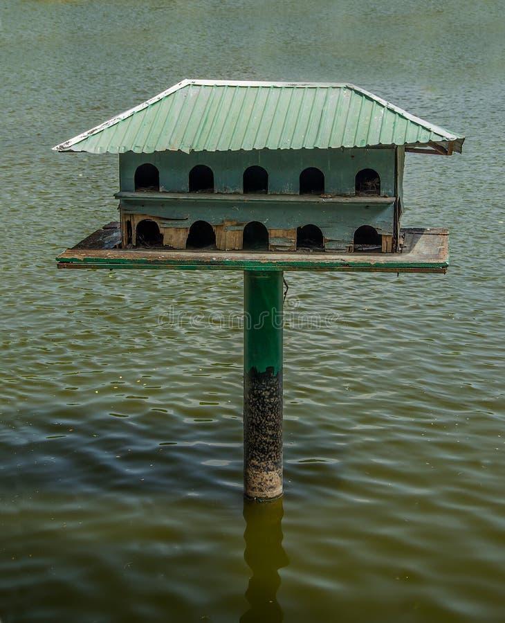 El de madera del birdhouse imágenes de archivo libres de regalías