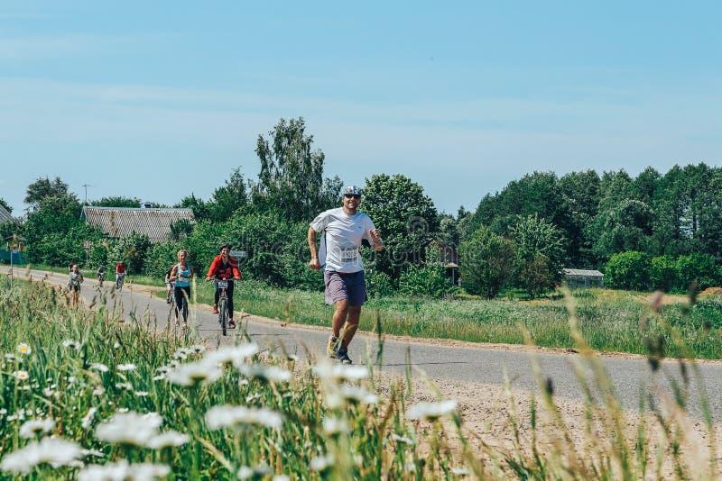 El 26-27 de mayo de 2018 Naliboki, grupo de personas aficionado Todo-bielorruso de Naliboki A del maratón de Bielorrusia está cor fotos de archivo