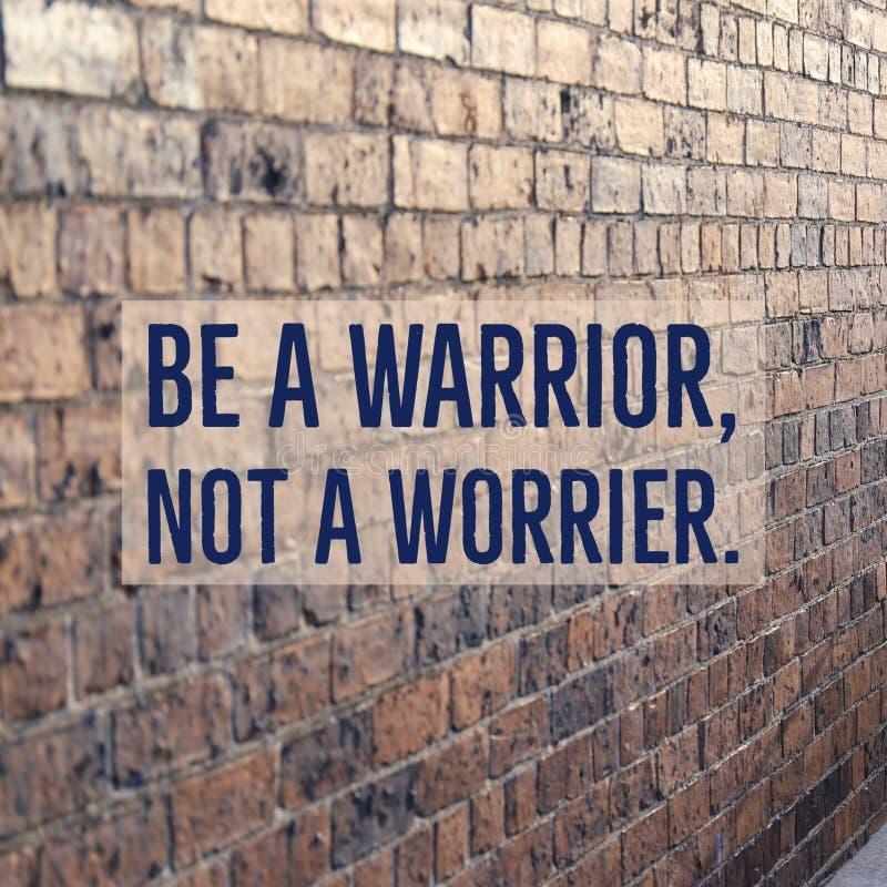 El ` de motivación inspirado de la cita sea un guerrero, no pesimista ` fotos de archivo