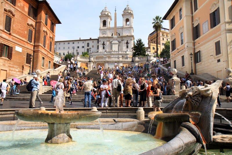 Pasos españoles y fuente barroca temprana, Roma imagen de archivo