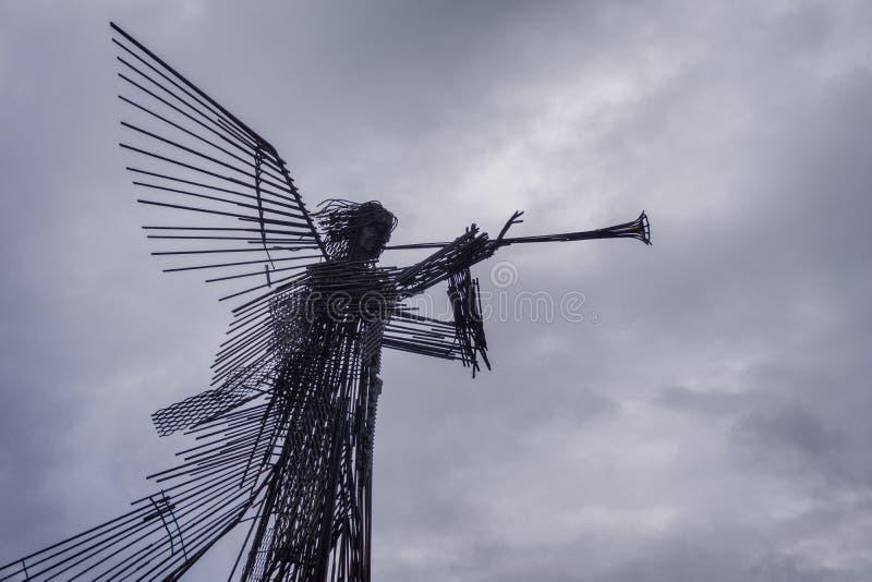 El ` del ángel el tocar la trompeta del ` del monumento en la ciudad de Chernóbil fotos de archivo