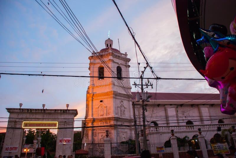 El del Santo Nino de Minore de la basílica es una basílica de menor importancia en Cebú, noche Filipinas fotos de archivo