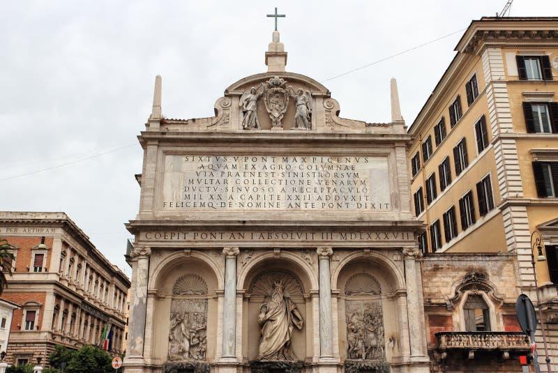 El dell'Acqua Felice de Fontana en Roma fotografía de archivo