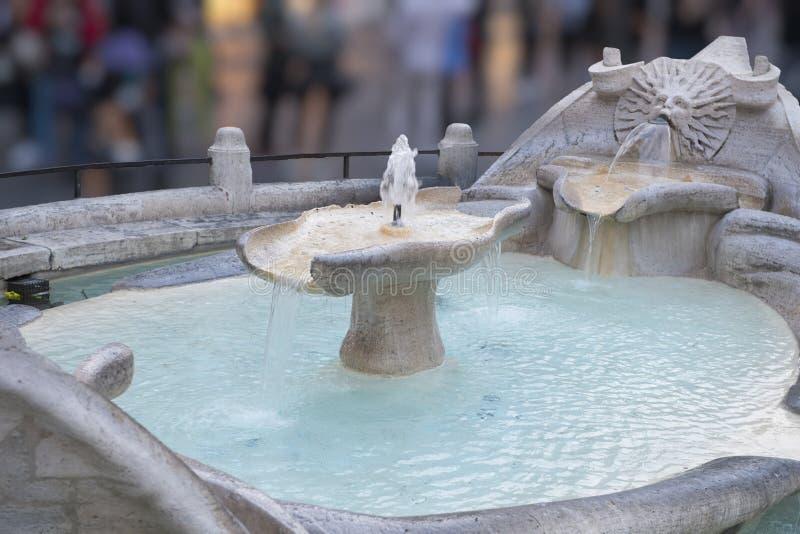 El della Barcaccia de Fontana o fuente FO el barco feo, Roma fotos de archivo