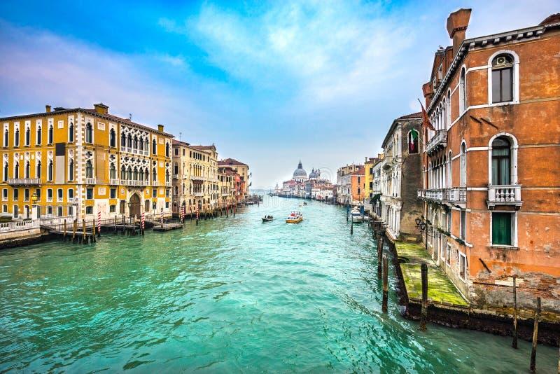 El della de Santa María del Gran Canal y de la basílica saluda, Venecia, Italia fotografía de archivo