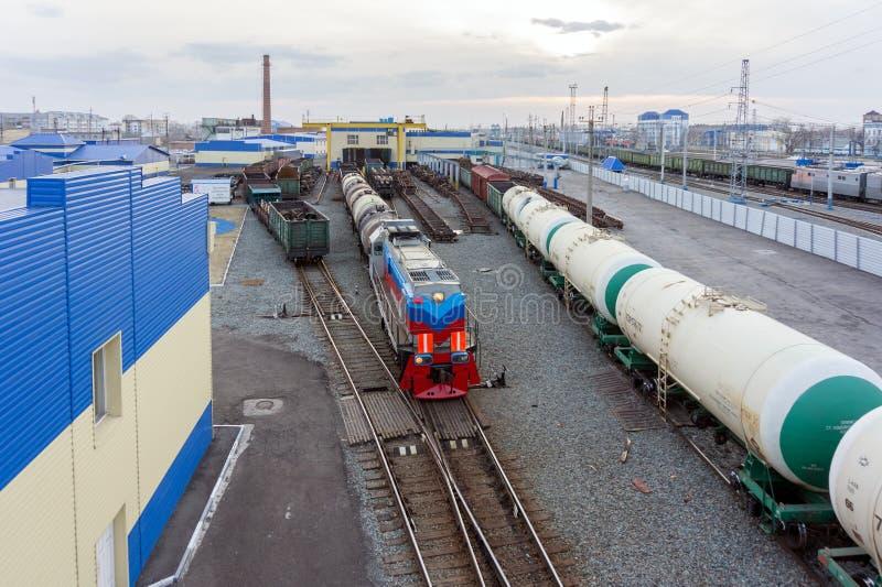 El depósito de la coche-reparación en el ferrocarril de la ciudad siberiana de Barabinsk, fundó en 1896 Depósito locomotor ahora  imágenes de archivo libres de regalías