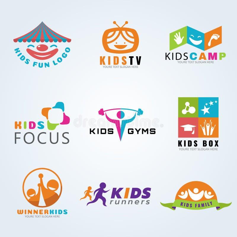 El deporte del niño de los niños y el logotipo de la diversión vector diseño determinado stock de ilustración