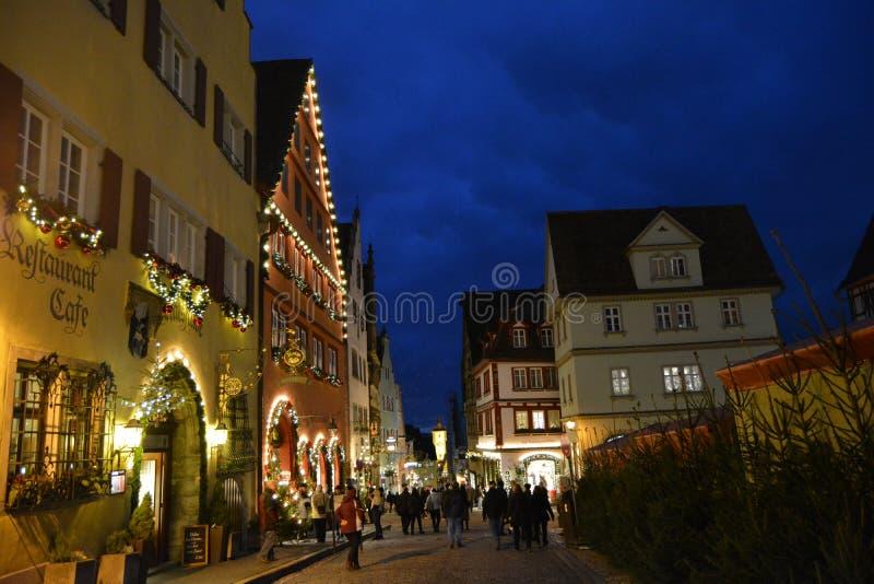 El der mágico Tauber, Alemania del ob de Rothenburg, en la Navidad imagenes de archivo