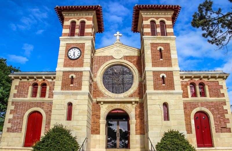 El DES de Notre Dame pasa la iglesia, Le Moulleau, Arcachon, Aquitania, Francia imagenes de archivo