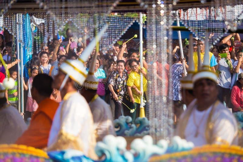El desfile de Chuck Bua Festival es una tradición de la gente local en Samutprakan imágenes de archivo libres de regalías