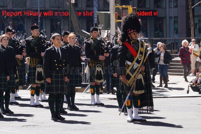 El desfile 6 del día del tartán de 2015 NYC imagenes de archivo