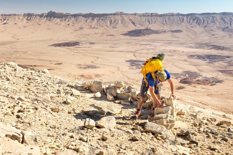 El desierto antiguo móvil del edificio del arqueólogo empiedra la pared del edificio foto de archivo
