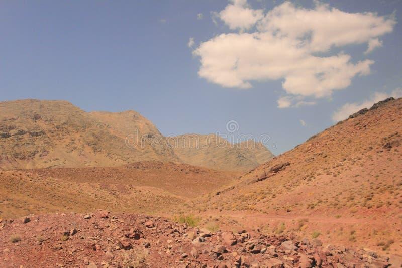 El desierto y las montañas de Kuhrud cerca de la ciudad de Yazd, Irán fotos de archivo libres de regalías