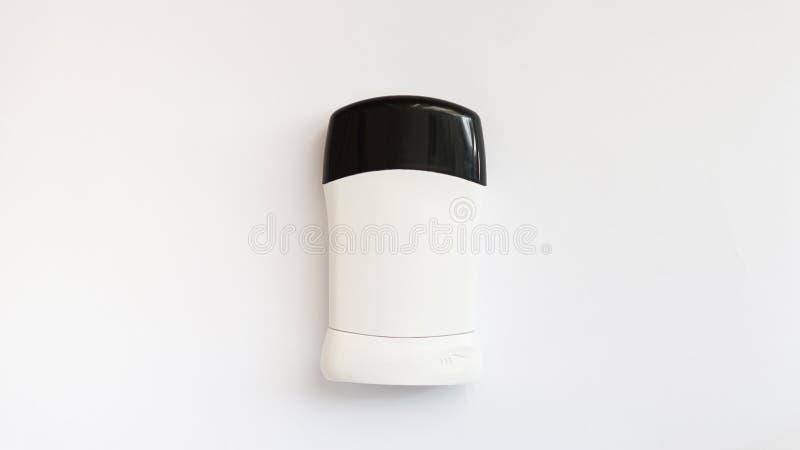 El desodorante de los hombres para el cuerpo aislado en el fondo blanco imagen de archivo