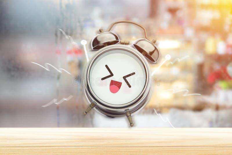 El despertador es feliz por la mañana en el dormitorio fotografía de archivo libre de regalías