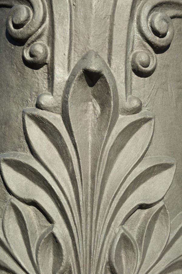 El detalle de la decoración talló en las lámparas de calle del hierro en el ci de Barcelona fotografía de archivo libre de regalías
