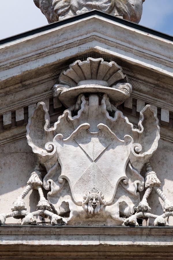 El detalle de la fachada de la catedral de Mantua dedicó a San Pedro, Mantua, Italia fotos de archivo