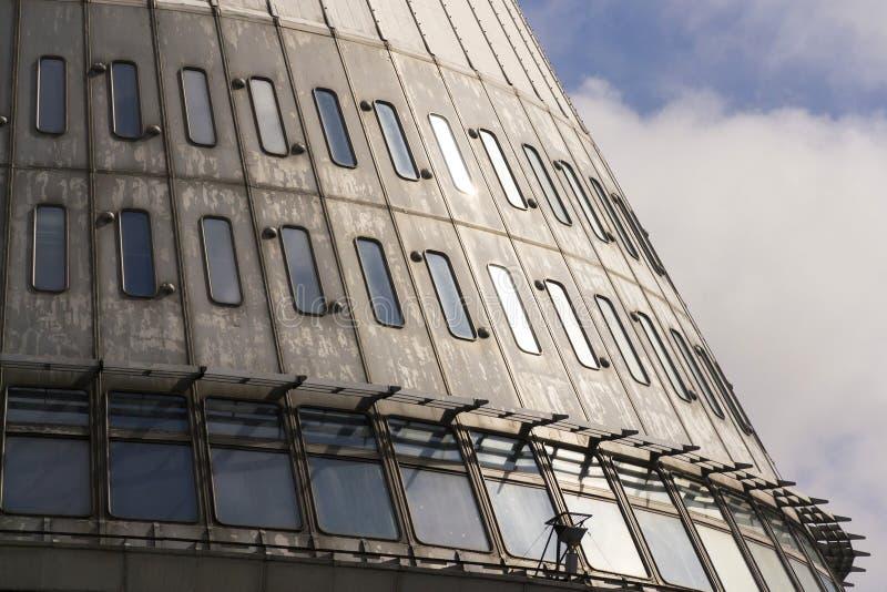 El detalle de los transmisores de la telecomunicación se eleva en Jested, Liberec, República Checa fotografía de archivo