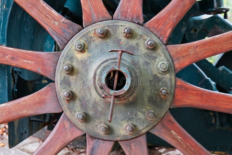 El detalle de una madera vieja habló la rueda del carro de arma, Grecia foto de archivo
