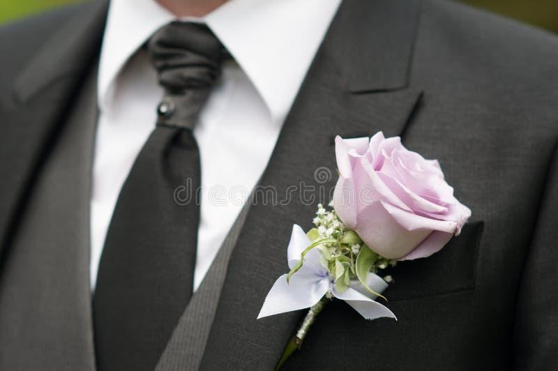 El detalle del novio subió imagen de archivo libre de regalías
