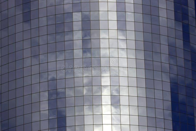 El detalle del vidrio afrontó el edificio imagenes de archivo