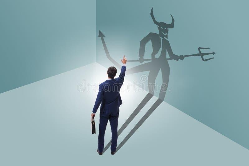 El diablo que oculta en el hombre de negocios - concepto del alter ego fotografía de archivo libre de regalías