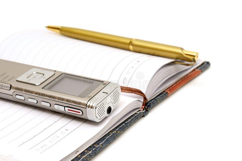 El dictáfono, libreta y ballpen fotografía de archivo libre de regalías
