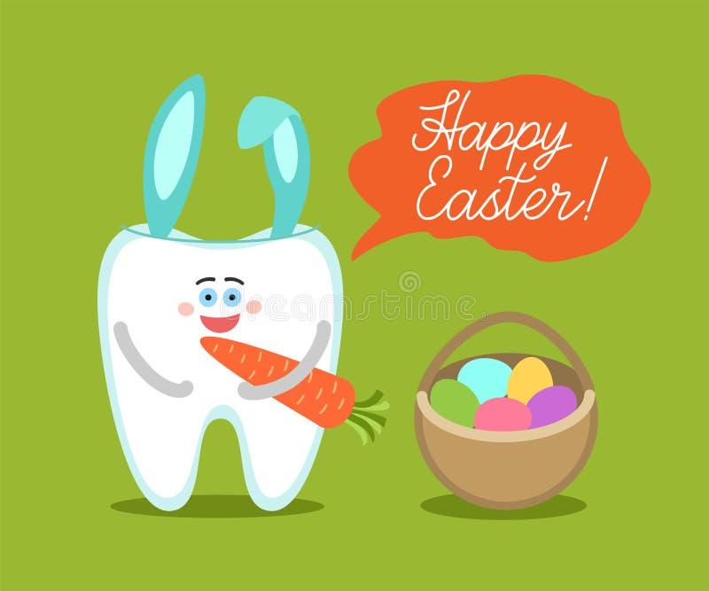 El diente con los oídos del conejito sostiene una zanahoria y se coloca cerca de la cesta de Pascua con los huevos fotografía de archivo libre de regalías