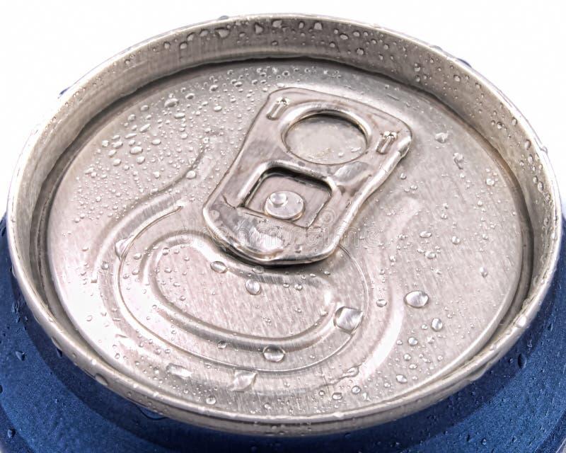 El diente pueden y el tirón del anillo cubierto en humedad imagen de archivo