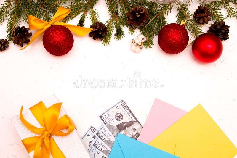 El dinero como regalo para Navidad imagen de archivo